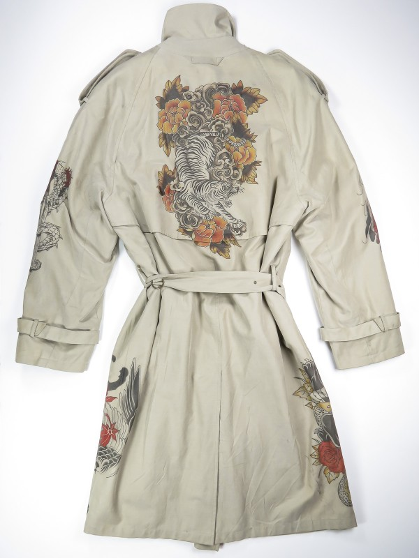Grey-beige trench coat with japanese tattoos