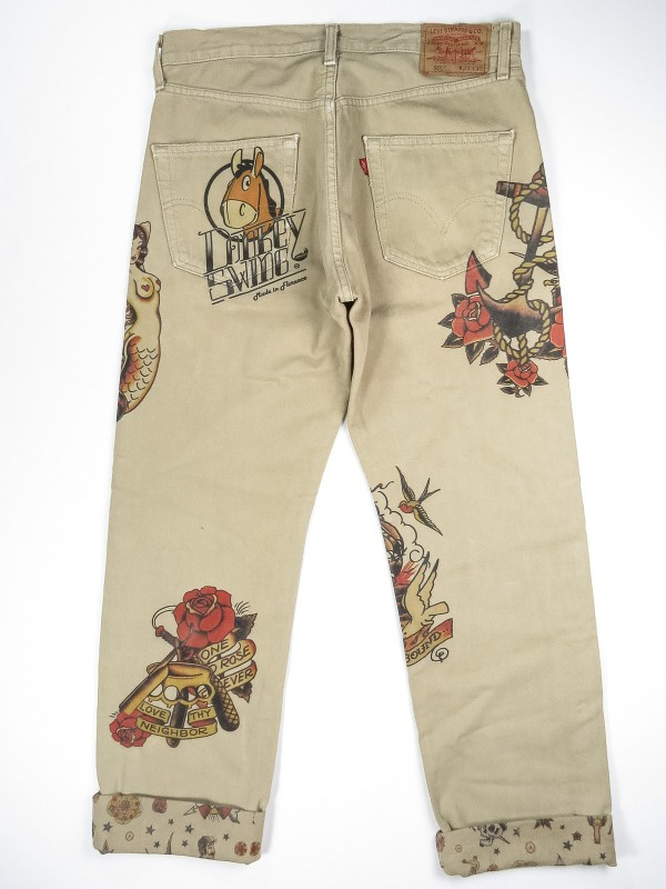 Levi's 501 beige jeans with old school tattoo